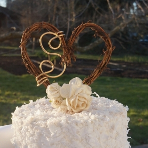 rustic vine and wire cake topper
